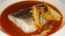 El bacalao confitado sobre jugo de chilindrón y tempura de cebolleta fué un plato que repetimos.