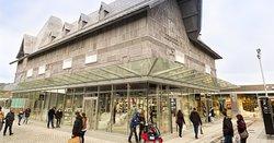 Honfleur Normandy Outlet propose des grandes marques à prix réduits toute l'année