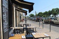 Le devant de notre restaurant, agréable pour profiter du soleil bordelais !