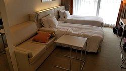Great location, helpful staff, nice room!