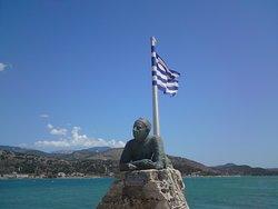 Άγαλμα Νίκου Καββαδία