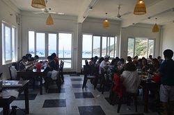 Đoàn nhà mình ăn trưa tại nhà hàng hải sản Quy Nhơn