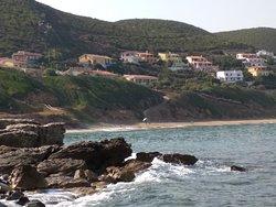 vista della spiaggia dallo scivolo per le barche