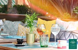 L'Essentiel, c'est de partager les bons moments... #lessentiel #sete #occitanie #terrasse #sole