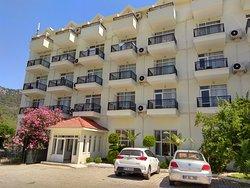 Twins Hotel Kiris