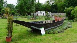 La barque à cornet à fond plat dans le jardin conçu par Stéphane Marie (Silence, ça pousse)