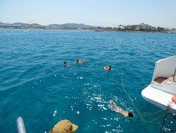 baño desde el catamaran mundo marino gandia