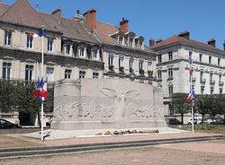 Il y a un manque d'explications sur ce monument, comparé à d'autres villes !