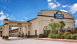 Days Inn & Suites by Wyndham Opelousas