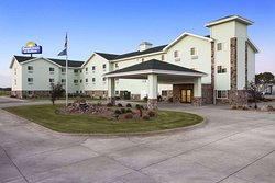 Days Inn & Suites by Wyndham Columbus NE