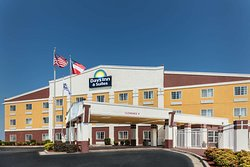 Days Inn & Suites by Wyndham Union City