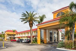 Days Inn & Suites by Wyndham Port Richey