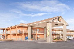 Super 8 by Wyndham Millbury/Toledo