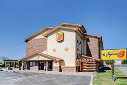 Super 8 by Wyndham Roseville/Detroit Area