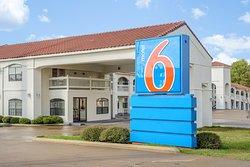 Motel 6 Canton