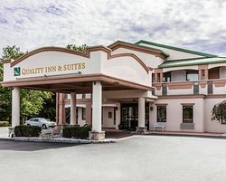 Quality Inn and Suites hotel in Quakertown, PA