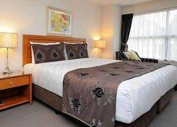 Quality Suites Alexander Inn
