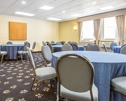Banquetmeeting room with audiovisual equipment