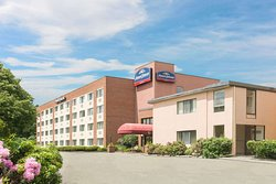 Howard Johnson Hotel by Wyndham South Portland