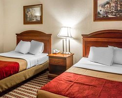 Econo Lodge Inn & Suites Warren