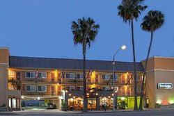 Travelodge by Wyndham Culver City