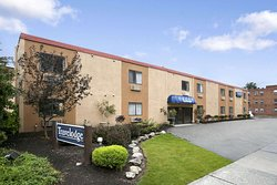 Travelodge by Wyndham Cleveland Lakewood