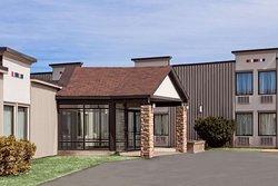 Howard Johnson Hotel & Suites by Wyndham Miramichi