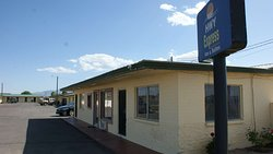 Hwy.Express Inn & Suites