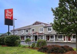 格倫斯福爾斯喬治湖紅屋頂飯店