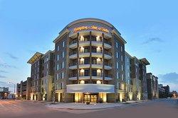 德莫尼市中心漢普頓酒店及套房