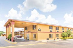 Days Inn & Suites by Wyndham Marshall