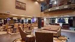 貝斯特韋斯特普拉斯 KC 賽道套房旅館