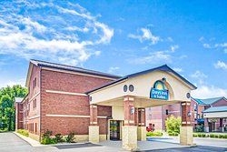 Days Inn & Suites by Wyndham Jeffersonville in