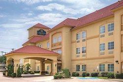 Cleburne 拉昆塔旅館及套房飯店