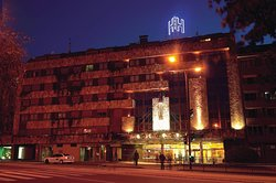碑纳兰克绸丰酒店