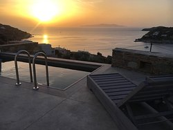 X_ecutiveSuite's sunset & pool view