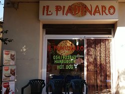 Il Piadinaro, piccolo localino dove puoi gustare anche ottimi panini!