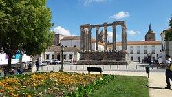 Colunas do Templo Romano em Évora Portugal (326957750)