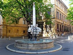 Fontaine des Quatre-Dauphins