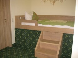 Comfy bed for third adult