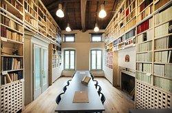 "La biblioteca ""Costantino Locatelli"""
