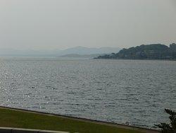 宍道湖に沿った帯状の公園の総称