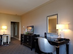 Spacious rooms, luxury decor and bedding, centrally located