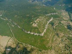 Décollage de la Pouncho, le site phare de Millau, avec Brunas, Pic d'Andan et Novis