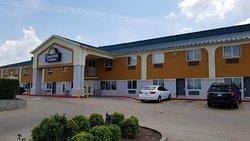 Days Inn & Suites by Wyndham Tulsa Airport
