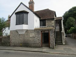 Pevensey Court House Museum & Geol