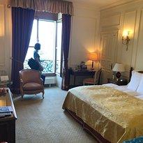 博里瓦奇皇宮酒店