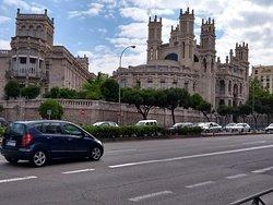 Igreja e prédio do hospital