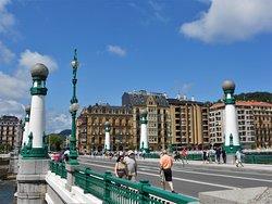 Puente la Zurriola