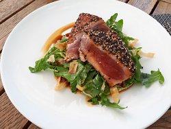 Hauptspeise - gebratenes Thunfischsteak
